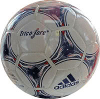 Spielball WM Endrunde 1998 in Frankreich namens Adidas Tricolore